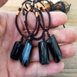 * 1 Természetes turmalin medál nyaklánc kristály gem minta kézzel szőtt Jet Stone