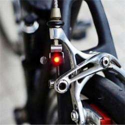 Kerékpár Kerékpár Kerékpározás Féklámpa Piros LED Hátsó lámpa Biztonsági figyelmeztető lámpa 1PC