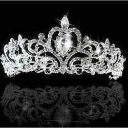 Elegáns esküvői tiara strasszkövekkel díszítve - Lánybúcsúkra is