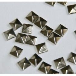 1X (100 darabos gyorsjavítás vas, 7 mm-es lapos hátú ezüst piramis csapokkal - 1/4 &quot FlatBack U7R4