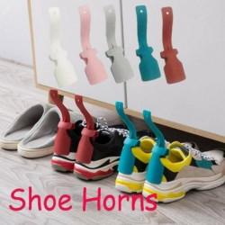 2db - 2db cipősegítő kezelt műanyag lusta cipőkürt Könnyű be- és kikapcsolható cipőemelés!